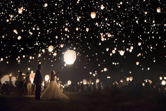 Lacher de lanternes célestes - animations originales pour un mariage - blog mariage - Le Carnet Blanc